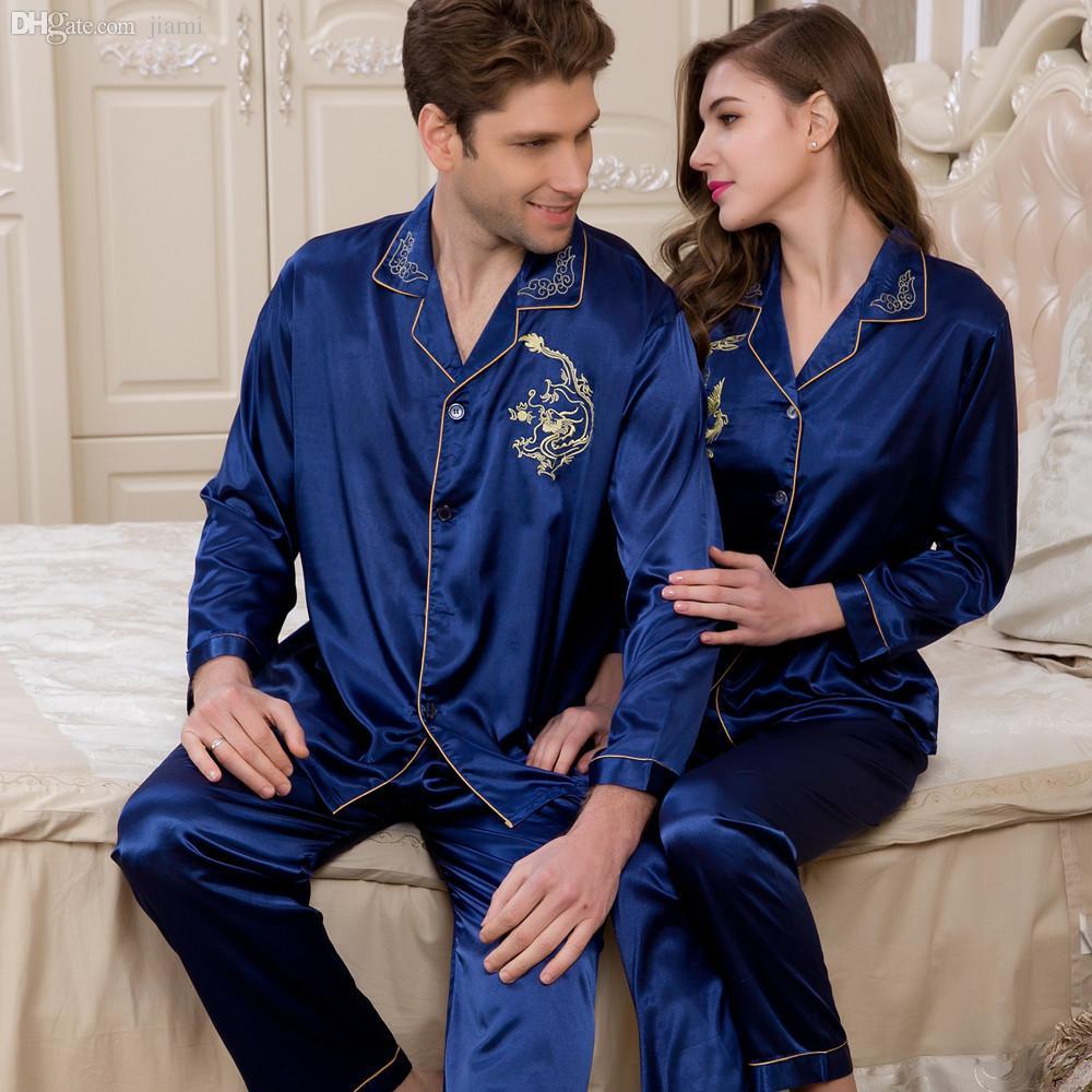 Holen Sie sich die besten und erschwinglichen Seiden-Pyjamas für Männer